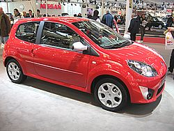 Renault Twingo-Mk2 Side-front-view.JPG