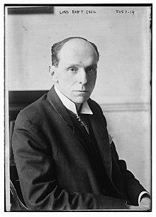 Роберт Сесил, первый виконт Сесил Челвудский, выглядит примерно в 1915 году.