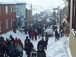 Røros ved dens traditionelle vintermarked, den 25 februar 2001, i -25 °C.