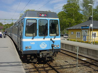 Roslagsbanan - A train arrives at Viggbyholm on Roslagsbanan