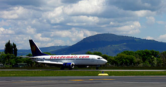 Rotorua Regional Airport - A Boeing 737-300 of the now defunct Freedom Air taxis along Runway 36L on 26 October 2005