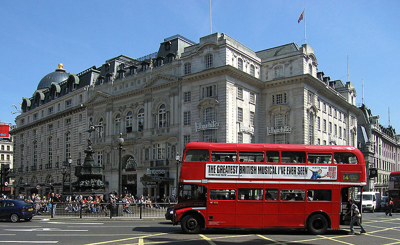 File:Routemaster Bus, Piccadilly Circus.jpg