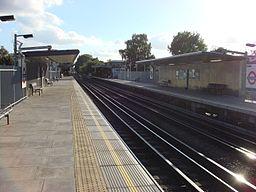 Ruislip Manor tube station 4