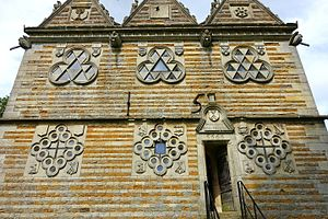 Rushton Triangular Lodge - Symbols and inscriptions on the '15' side