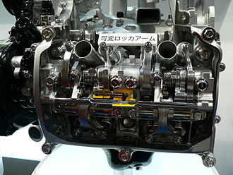 Multi-valve - Cutaway model of Subaru's i-AVLS variable valve timing system on SOHC 4-valve-per-cylinder EJ25 boxer engine at Tokyo Motor Show 2007.