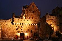 Les remparts de saint Malo dans Bretagne 220px-Saint-Malo_mairie
