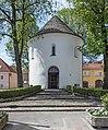Sankt Veit Kirchplatz Karner romanischer Rundbau 26042015 2658.jpg