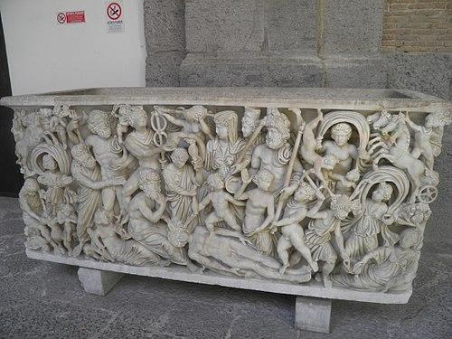 Sarkofag etruski z muzeum w Neapolu.jpg