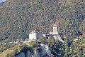 Schloss Tirol von Dorf Tirol aus im Herbst.jpg