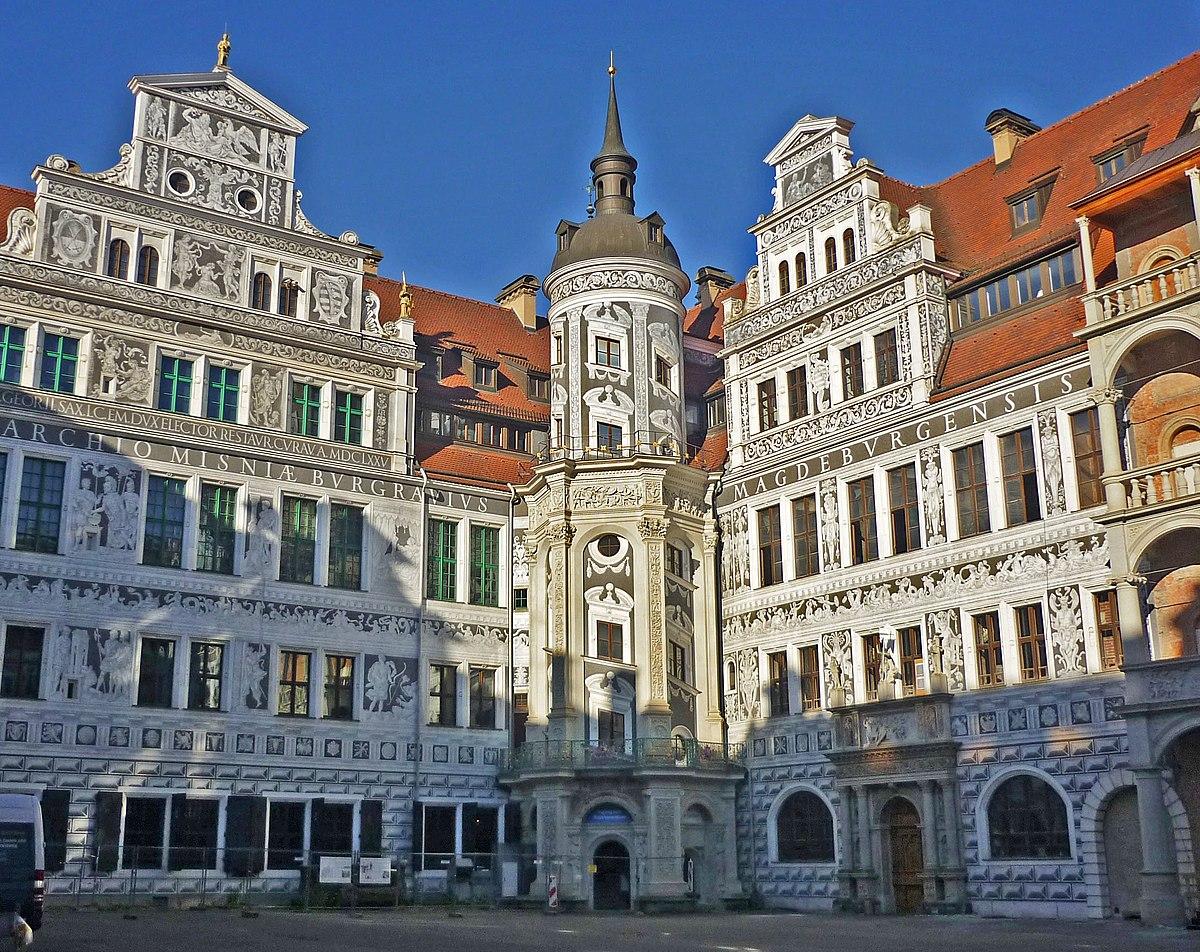 Schlosshof-NW-Fassade.jpg