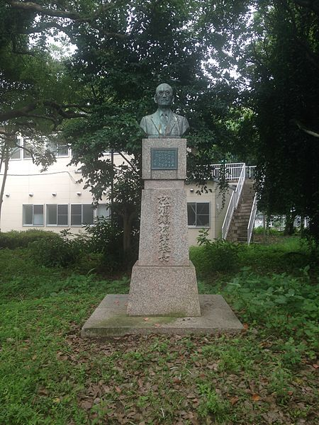 File:Sculpture of Matsuura Shizujiro in Hakozaki Campus, Kyushu University.jpg