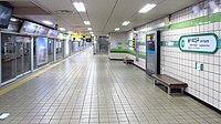 Seoul-metro-202-Euljiro-1ga-station-platform-20181122-075502.jpg