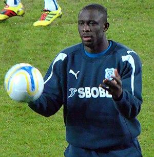 Seyi Olofinjana - Olofinjana training with Cardiff City in 2011