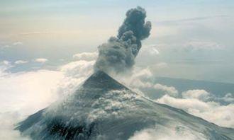 Mount Shishaldin - Image: Shishaldin Volcano eruption 1999