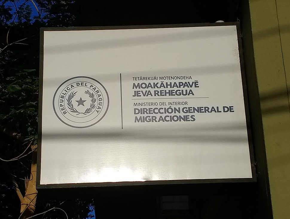 Sign in Guaraní and Spanish in Asunción