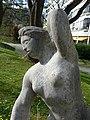 Skulptur, Kniende, 1945, im Garten des Universitätsspital Basel 2.jpg