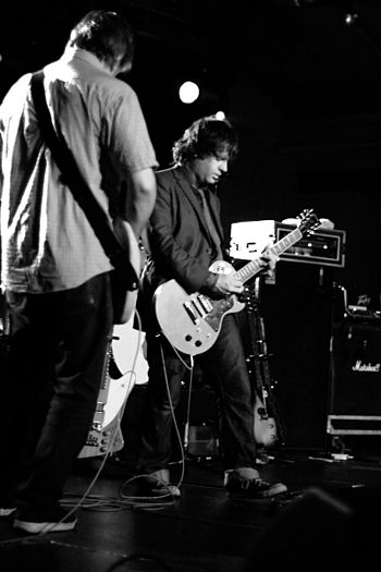 Additional guitarist Jim O'Rourke with the ban...