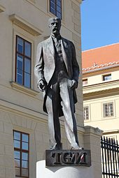 Urban statue of Masaryk