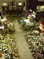 Stoiska kwiatowe tuż przed Wszystkimi Świętymi - nucek - panoramio.jpg