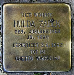 Photo of Hulda Zadek brass plaque