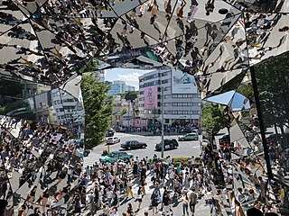 Street crowd reflecting in the polyhedral mirrors of the station Tokyu Plaza Omotesando, Harajuku, Tokyo, Japan.jpg
