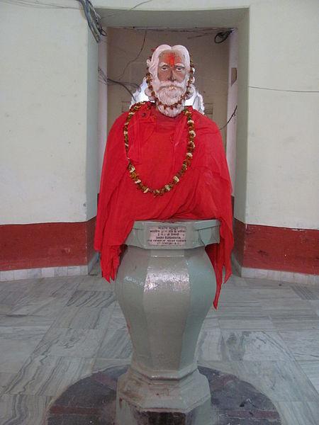 File:Sushruta Statue Banaras.JPG