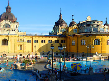 English: Szechenyi Baths in Budapest. Suomi: S...