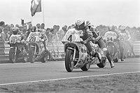 TT van Assen, 500 cc race. Start van de Koningsklasse. Kenny Roberts (4) vertrek, Bestanddeelnr 933-0189.jpg