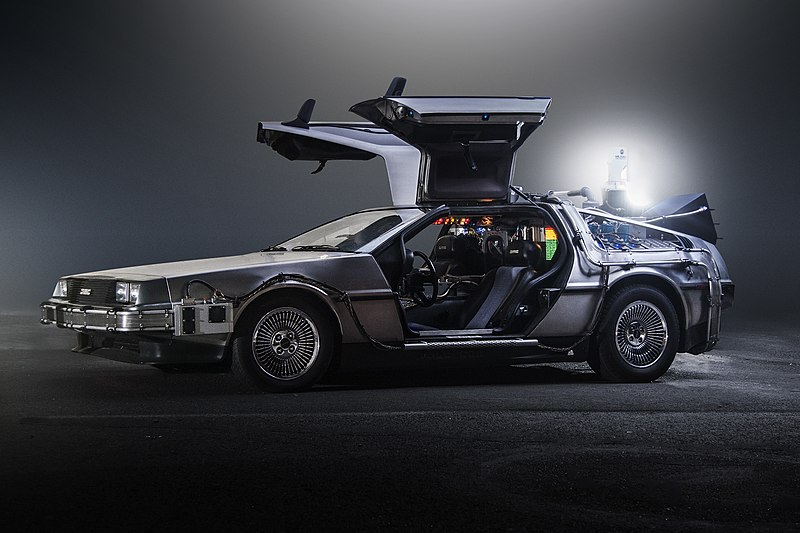 800px-TeamTimeCar.com-BTTF_DeLorean_Time