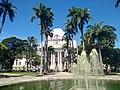 Teatro de Santa Isabel e coqueiros da Praça da República.jpg