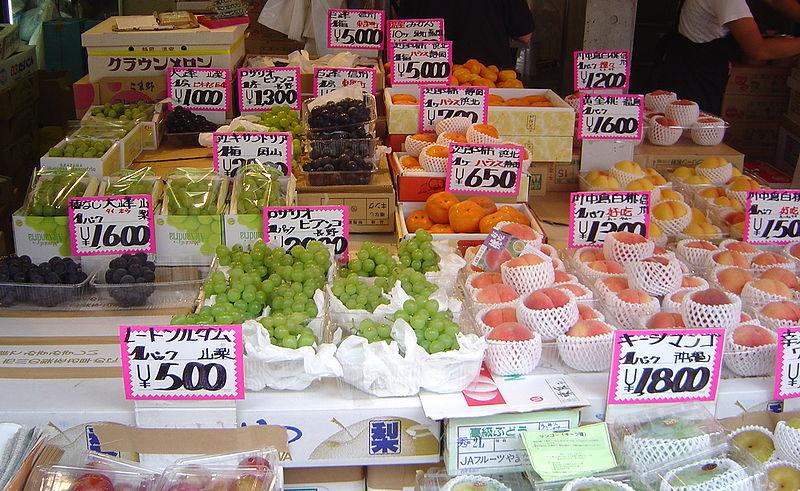 File:Tokyo Tsukuji fruit market 7 008.jpg