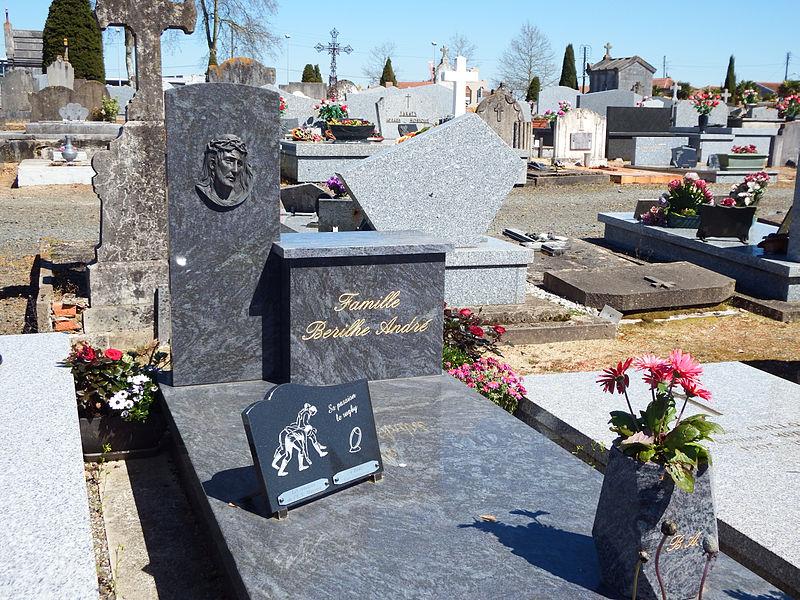 Tombe d'André Berilhe, au cimetière Saint-Pierre de Dax