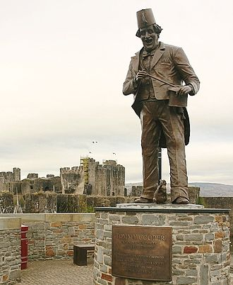 Tommy Cooper - Statue of Cooper near Caerphilly Castle