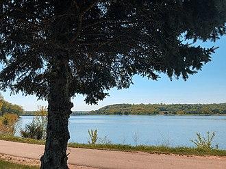 Lake Byllesby (Cannon River) - Image: Trail along Lake Byllesby, Dakota County, Minnesota (27364961897)