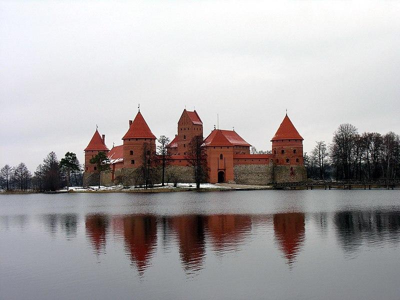 File:Traku pilis.Zem.2007-11-16.jpg