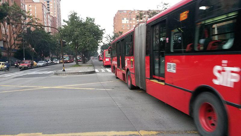 File:TransMilenio - Buses en la Avenida Caracas.jpg