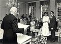 Trouwerij in het Gemeentehuis van Bloemendaal. Geschonken in 1986 door United Photos de Boer bv. Identificatienummer 54-015743.JPG