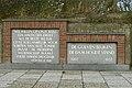 "Twee gedenkstenen, onderdeel van het voormalige monument ""De Roggevlerke"", St George's day-wandeling, Zeebrugge (Brugge).JPG"