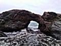 Une grotte au milieu de la mer a Tipaza.png