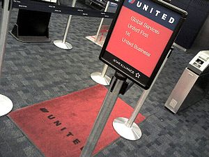 MileagePlus - United's red carpet boarding line at San Francisco, the predecessor of the Premier Access Line