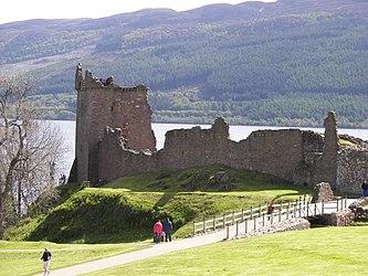 Urquhart Castle distance 3.jpg