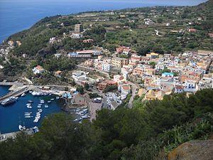 Ustica - Image: Ustica panorama del porto e del paese