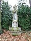 foto van Huis Bloemendal: Maria-beeld in nis op sokkel