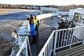 Valokuvaajia Helsinki-Malmi lentokentän päärakennuksen katolla.jpg