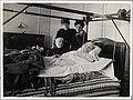 Ved Bjørnstjerne Bjørnsons dødsleie, Paris 1910 (4424849578).jpg