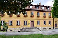 Veitshöchheim - ehem Kavaliersbau des Schlosses - östlicher Trakt hofseitig.jpg