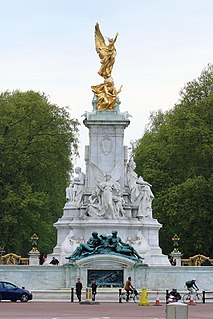 memorial to Queen Victoria in London, England