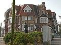 """Villa's """"La Coccinelle"""" en """"Kaatje"""", eclectisch ensemble van drie rijhuizen (1910), Duinendreef 51,53, Duinbergen (Knokke-Heist).JPG"""