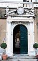 Villa del principe, genova, portale disegnato da perin del vaga, di silvio cosini con arme doria, 1529.JPG