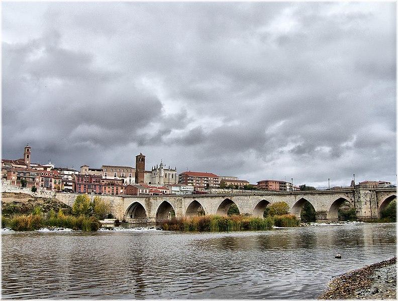 File:Vista de Tordesillas.jpg